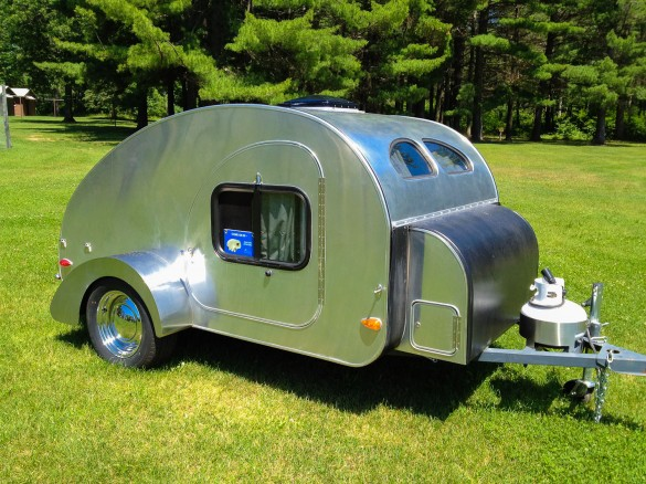 tiny airstream trailers for sale photo albums fabulous homes interior design ideas. Black Bedroom Furniture Sets. Home Design Ideas